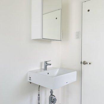 独立洗面所は剥き出しのデザインが可愛い。