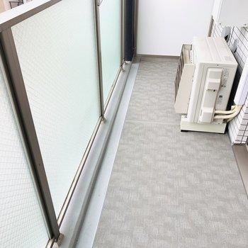 ベランダにも広々スペース(※写真は9階の反転間取り別部屋のものです)