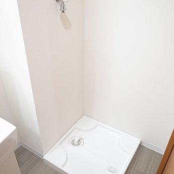 洗濯機置き場は目の前。(※写真は3階の同間取り別部屋のものです)