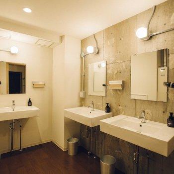 【共用部】ミニマムなデザインの洗面台がカッコいい。