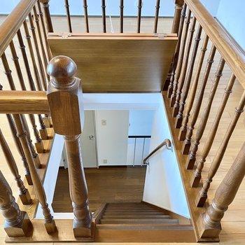 【3階納戸】1階へ。屋根裏への入り口を蓋で塞いでおくこともできますね。