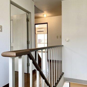 【2階】廊下は長めな印象。