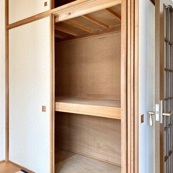【2階洋室・和室】収納は押入れタイプです。