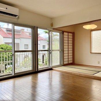【2階洋室・和室】和洋折衷の明るい空間。
