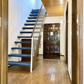 【1階】2階へ向いましょうか。