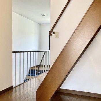 【2階】では屋根裏へ向いましょう。