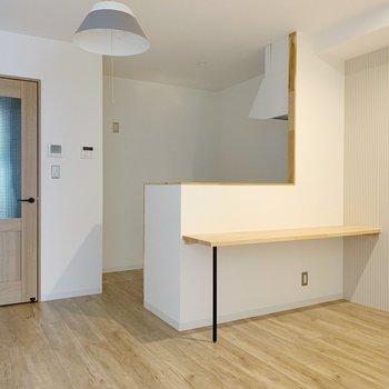 【リビング8.8帖】木目の建具が優しい〜◯(※写真は2階の同間取り別部屋のものです)