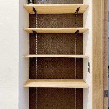 シューズボックスはオープンタイプ。可動式なので、お好きな高さで〜(※写真は2階の同間取り別部屋のものです)