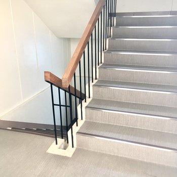 【共有部】エレベーターはないので3階までは階段を使ってください。