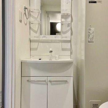 収納多めの洗面台です。