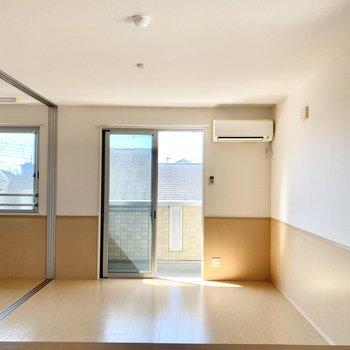 【LDK】隣の洋室の引き戸は大きく開きますよ。