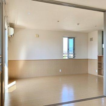 【LDK】窓が小さめなので西日は程よく入りますよ。