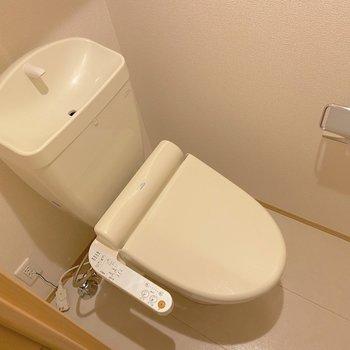 トイレも温水洗浄便座です。