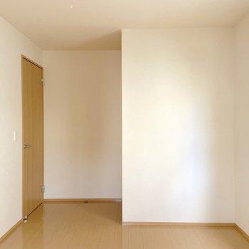 【洋室】広さがあるので窮屈に感じることもありません。