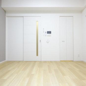 玄関から見えないのが1Kのいいところ(※写真は7階同間取り別部屋のものです)