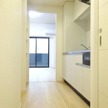 キッチンはゆったりしてます(※写真は7階同間取り別部屋のものです)