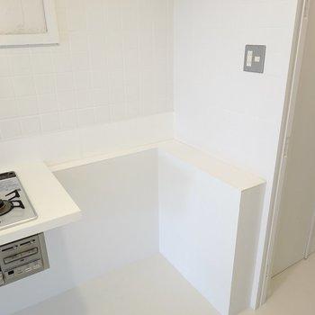 冷蔵庫置場は右側に。もちろん無印良品の冷蔵庫を置きたいところ。