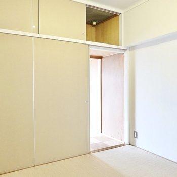 ウォークインクローゼットの扉を全部取り払って、ひとつのお部屋として使っても良さそうです。