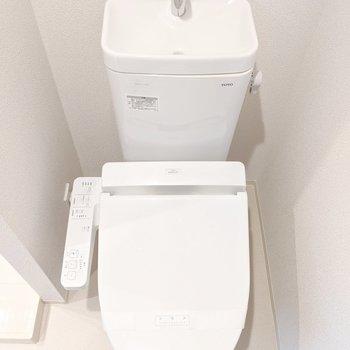 寒い日もうれしい温水洗浄便座ですよ。※写真は5階の同間取り別部屋のものです