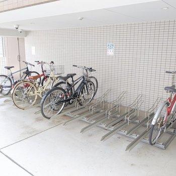 雨に濡れにくい自転車置き場もありますよ。