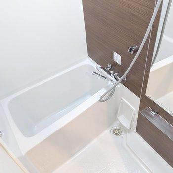 浴室乾燥機付きです。※写真は5階の同間取り別部屋のものです