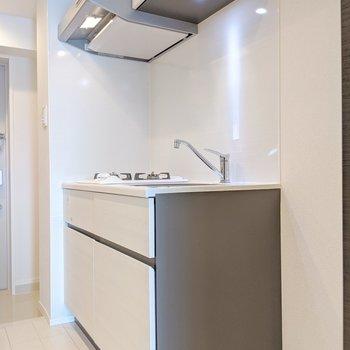 手前に冷蔵庫を置くスペースがあります。※写真は5階の同間取り別部屋のものです