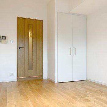家具もナチュラル系か白系統でそろえたいところ。