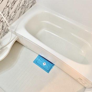 浴槽はゆったりめ。のんびり浸かれますよ。