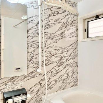 浴室乾燥が付いたバスルームです。