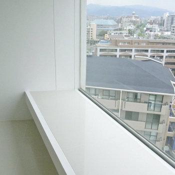 この窓。風景に癒やされます※写真は10階同間取り・別部屋のものです