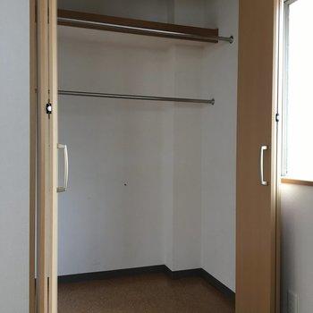 5.6帖のお部屋、こちらもまずまずの収納力※写真は4階反転間取り・別部屋のものです
