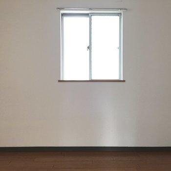 こちらも2面採光!※写真は4階反転間取り・別部屋のものです