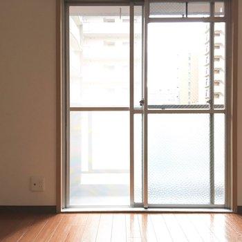 こちらも明るさ◎※写真は4階反転間取り・別部屋のものです