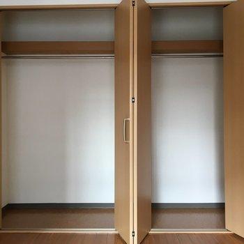 5帖の洋室には大きなクローゼット!※写真は4階反転間取り・別部屋のものです