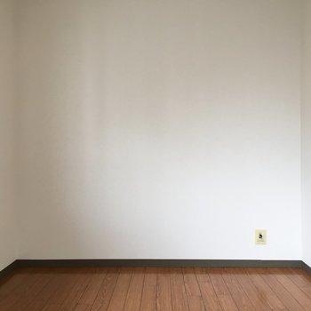 5.6帖のお部屋へ※写真は4階反転間取り・別部屋のものです