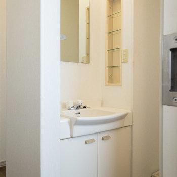 独立洗面台です。シンプルで使い勝手が良さそうですね。※写真は前回募集時のものです