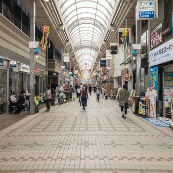 武蔵小山のアーケード商店街。日用品はここで何でも揃います。