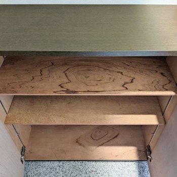 下段のシューズボックス。横には4足入りますよ。