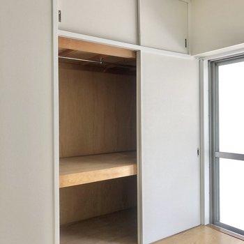 押し入れ収納も◎棚置いたり収納しやすいように工夫してくださいね!