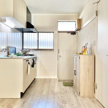 【LDK】こちらはキッチンスペース。