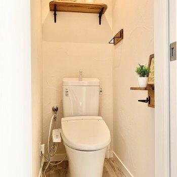 トイレは温水洗浄付き。