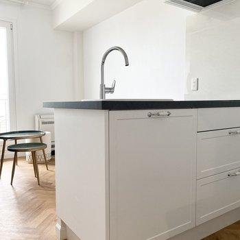 取手まで拘られたデザイン性のあるキッチンです。