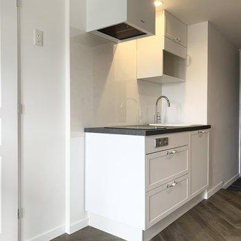 キッチンも素敵な仕様◎取手がかわいいです!