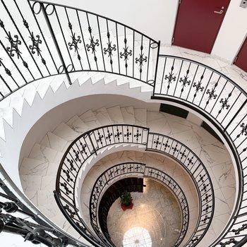螺旋階段が素敵です◎