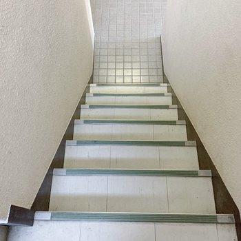 お部屋までは階段で!