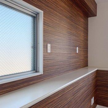 キッチン横にちょうど良い棚が。植物を並べたい◯