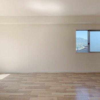【洋室15.6帖】寝室にしてもかなり広いので、家族みんなで寛げる空間になりそう◎