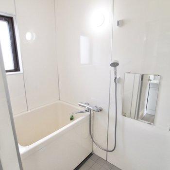 【リフォーム例】シンプル、それでいて清潔感のある浴室へチェンジ!(※写真は似た間取りの別部屋のもの)
