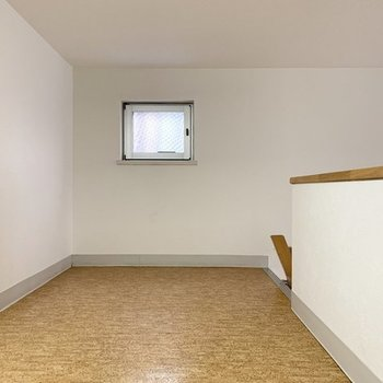 小窓もありますよ(※写真は3階の同間取り別部屋のものです)