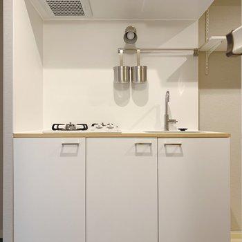 キッチンの白デザインが素敵◎